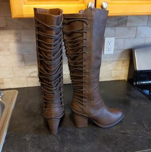 MOSSIMO SUPPLY&CO  BROWN CHANKY HEEL BOOTS